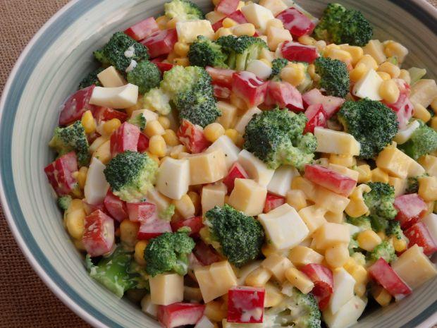 Przepis  mocno czosnkowa sałatka brokułowa przepis