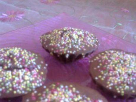 Przepis  kakaowe babeczki z kolorową posypką przepis