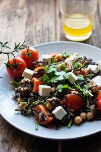 Śródziemnomorska sałatka z dzikim ryżem