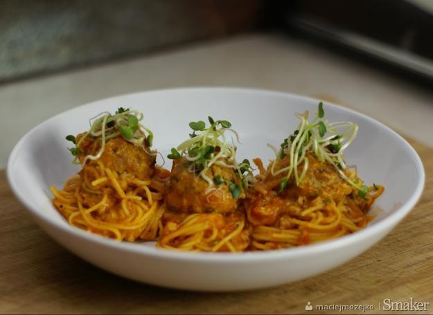 Spaghetti z pulpecikami z tuńczyka