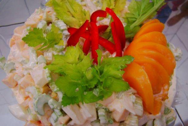 Przepis  sałatka owocowa z selerem i jajkiem przepis