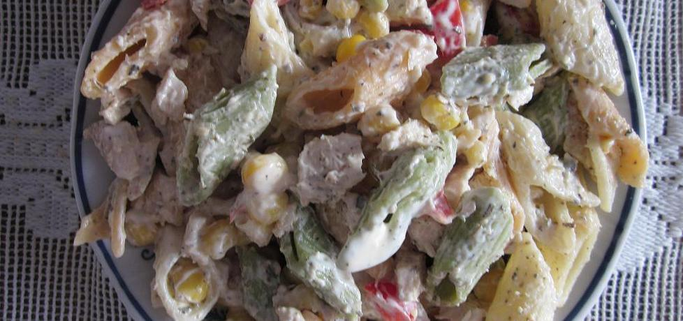 Sałatka z kolorowym makaronem (autor: halina17)