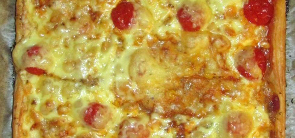 Szybka pizza na cieście francuskim. (autor: olgask)