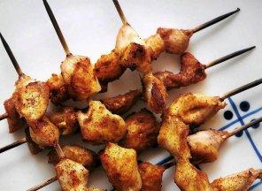 Szaszłyki z kurczaka z pesto z pieczonej papryki