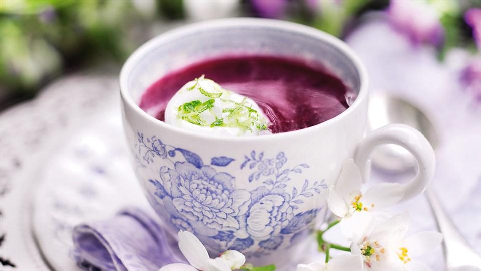 Przepis na zupę jagodową z pianką z białek
