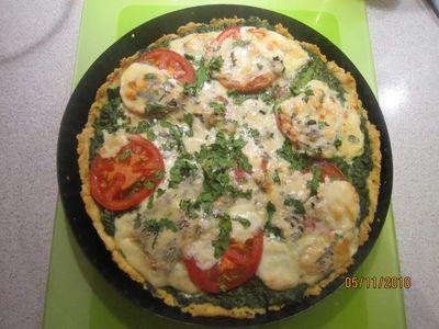 Tarta ze szpinakiem, pomidorami i serem pleśniowym ...