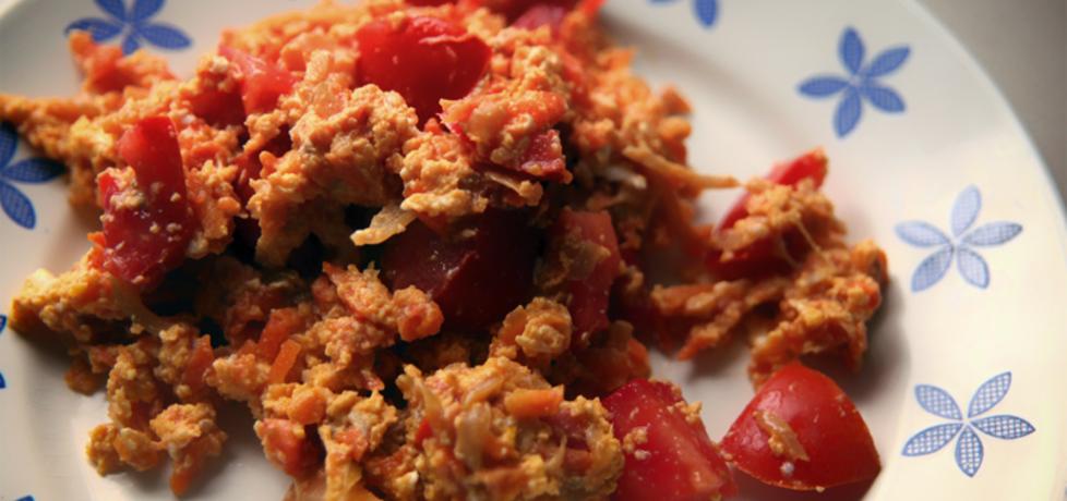 Jajecznica z cebulą, marchewka i pomidorem (autor: dorota20w ...