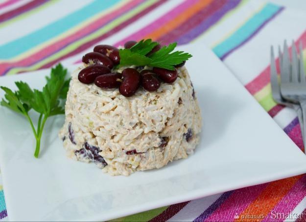 Sałatka ryżowa z tuńczykiem i fasolą