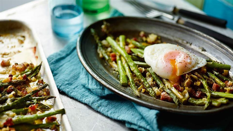 Przepis na zielone szparagi w chrupiącej panierce z jajkami w ...