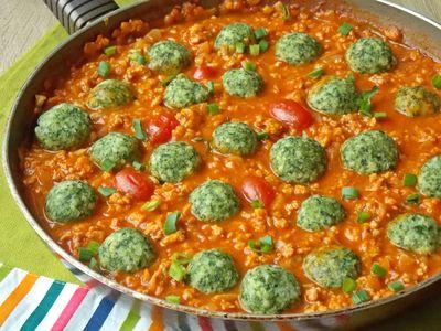Jaglane klopsiki ze szpinakiem w sosie pomidorowym ...