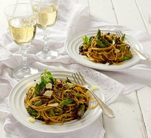 Spaghetti z sosem szparagowo-ziołowym
