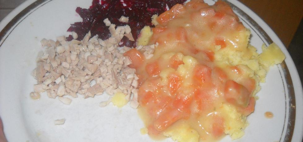 Gotowane mięso z piersi z kurczaka z buraczkami i ziemniakami ...