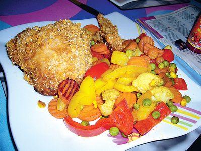 Kurczak w chrupiącej panierce z warzywami