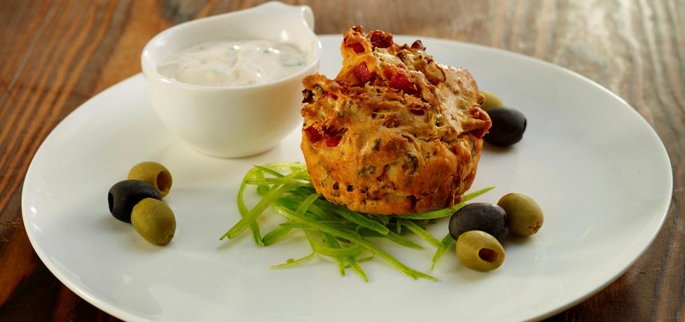 Muffiny z kiełbasą i serem (autor: robertsowa)