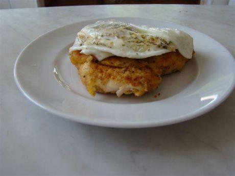Przepis  piersi z kurczaka z jajkiem sadzonym przepis