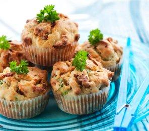 Muffiny z boczkiem i natką pietruszki