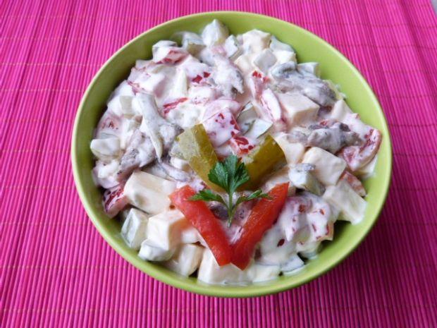 Przepis  sałatka z makreli w oleju przepis