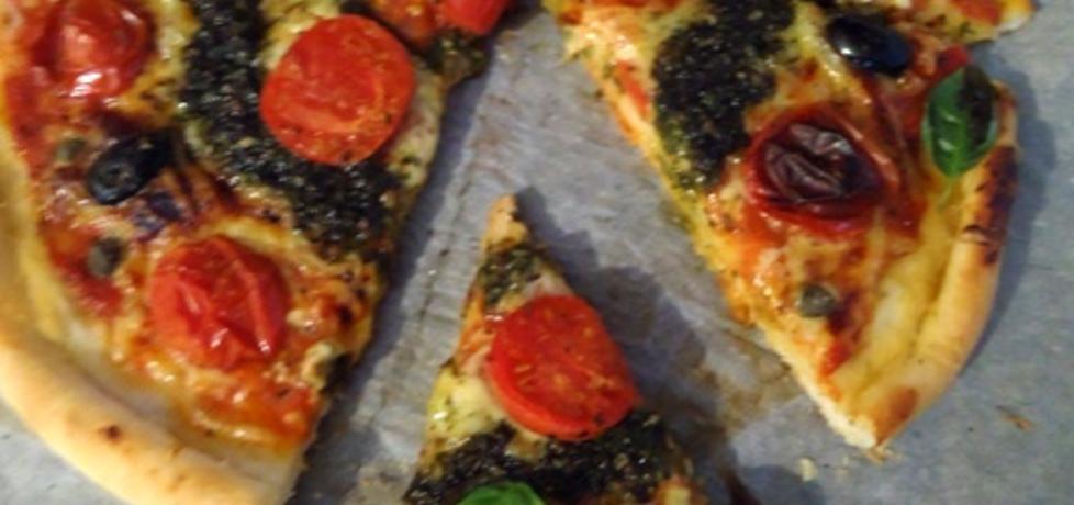 Pizza z pomidorkami, oliwkami i pesto (autor: ilka86 ...