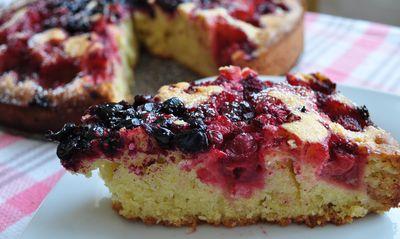 Pyszne ciasto z owocami lata