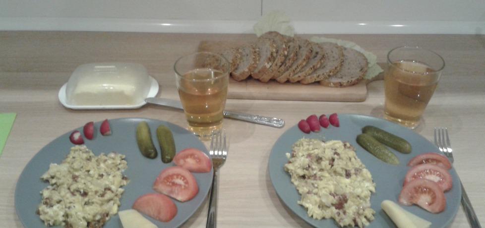 Jajecznica z salami, żółtym serem i cebulką (autor: agacz85 ...