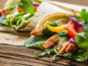 Tortilla z piersią z kurczaka  prosty przepis i składniki