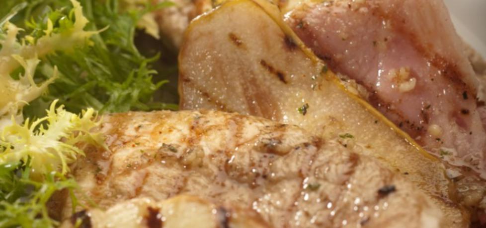 Grill: filety z kurczaka z gruszkami i serem oscypek podane z ...