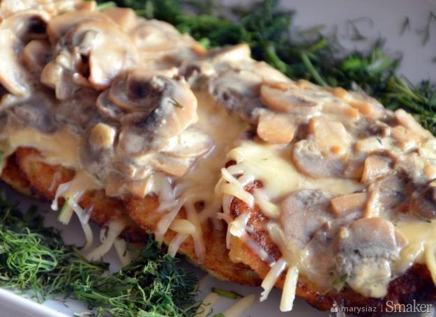 Placki ziemniaczane zapiekane z serem i sosem grzybowym ...