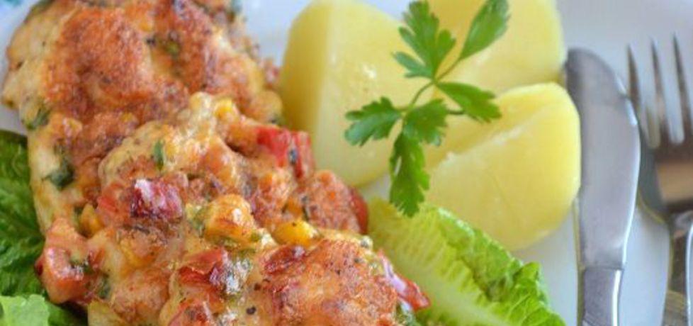 Kotleciki z kurczaka z czerwoną papryką, kukurydzą i natką pietruszki