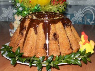 Puszysta babka wielkanocna na maślance z czekoladą ...