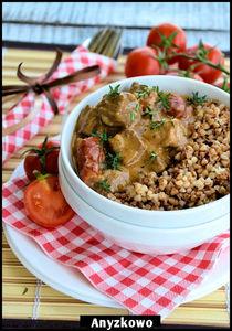 Gulasz wołowy z suszonymi pomidorami
