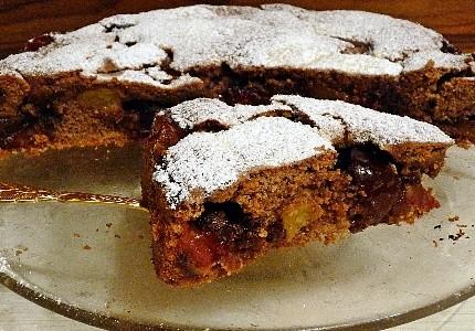 Ciasto korzenne ze śliwkami w czekoladzie