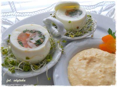 Jajko faszerowane galaretką z szynką i koperkiem
