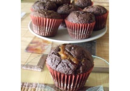 Czekoladowe muffinki z karmelowym nadzieniem