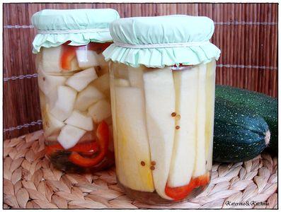 Cukinia w półsłodkiej zalewie z kolendrą i papryką