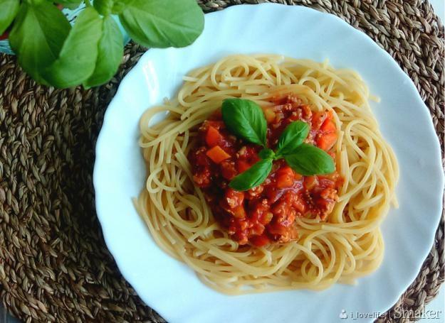 Spaghetti z sosem ragù alla bolognese