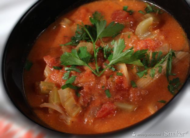 Lekka zupa pomidorowa z selerem naciowym i imbirem