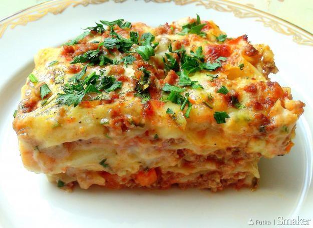 Beszamelowa lasagne z wołowiną i warzywami