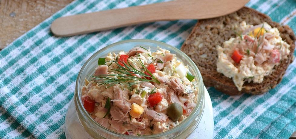 Pasta z tuńczyka z twarogiem, jajkami, papryką i kaparami (autor ...
