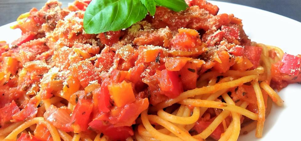Słoneczne spaghetti z duszonymi warzywami i parmezanem (autor ...