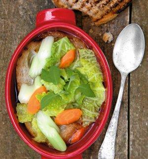 Zupa z włoskiej kapusty i selera naciowego