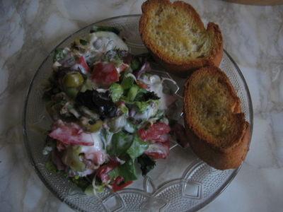 Bruschetta z sałatką włoską