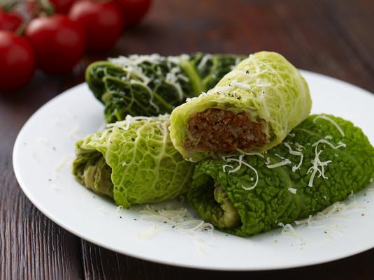 Gołąbki na parze z sosem bolognese
