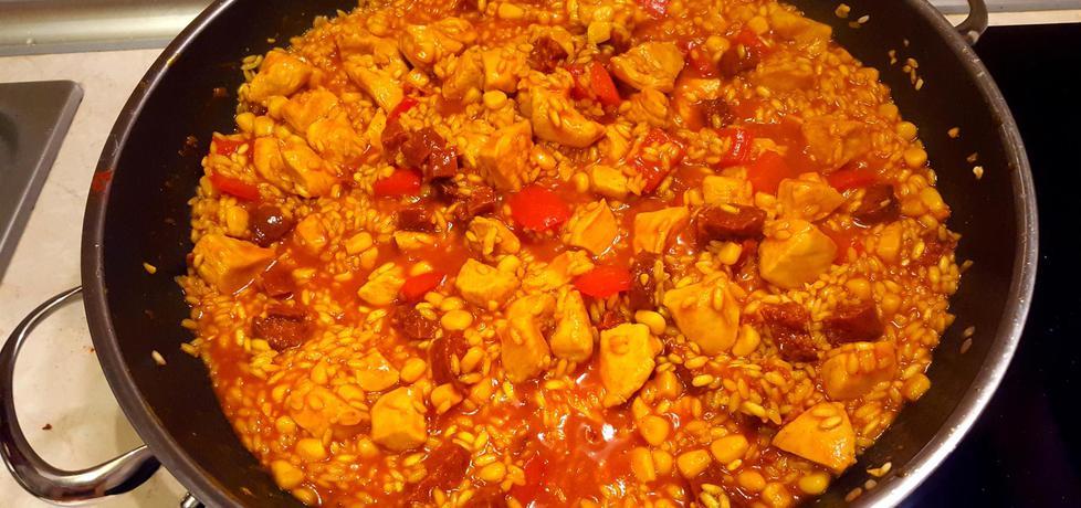 Hiszpańska paella z chorizo i kurczakiem (autor: bertpvd ...