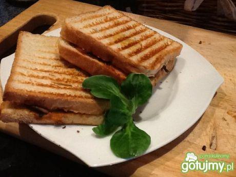 Przepis  tosty z pesto i parówką przepis