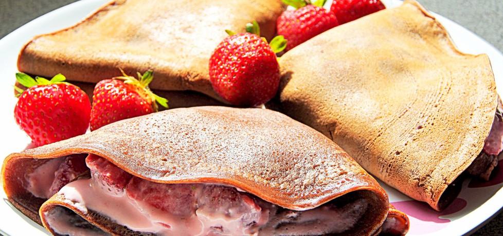 Kakaowe naleśniki z truskawkami i serkiem (autor: futka ...