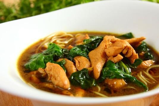Zupa z kurczaka i szpinaku