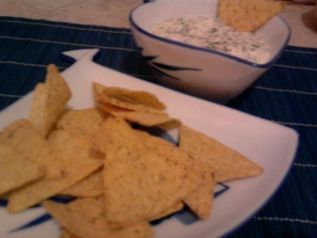 Przepis  nachos z dipem tzatzikowym przepis