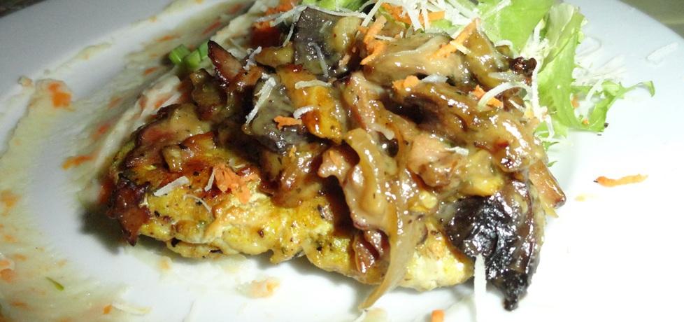 Kruchy schabowy z curry w sosie majonezowym z pieczarkami i ...
