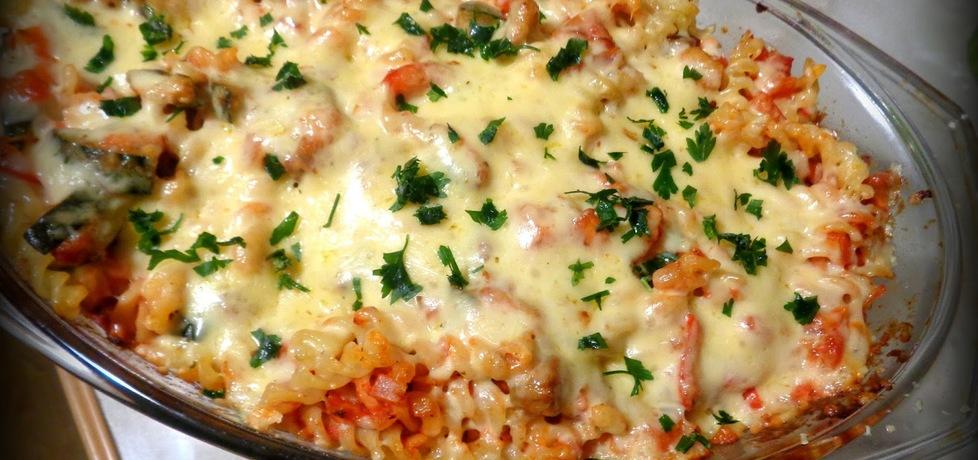 Zapiekanka makaronowa z warzywami i sosem pomidorowym (autor ...