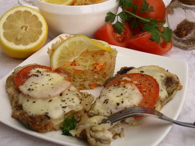 Miruna zapiekana z pomidorem i mozzarellą